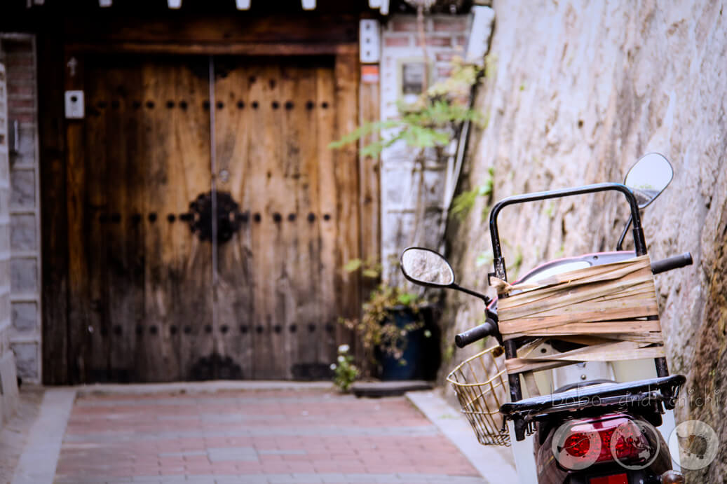Motorbike in Bukchon Hanok Village
