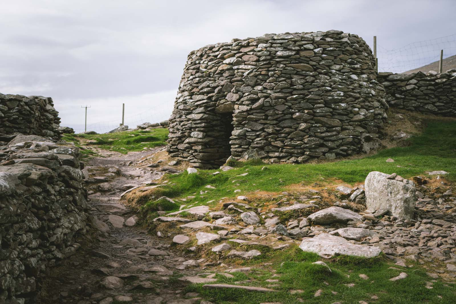 Beehive-hut-slea-head-drive-dingle-ireland