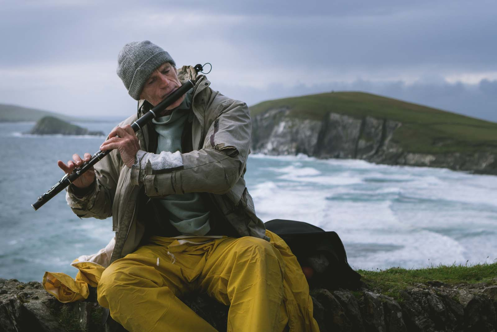 Dingle-Fisherman-playing-music