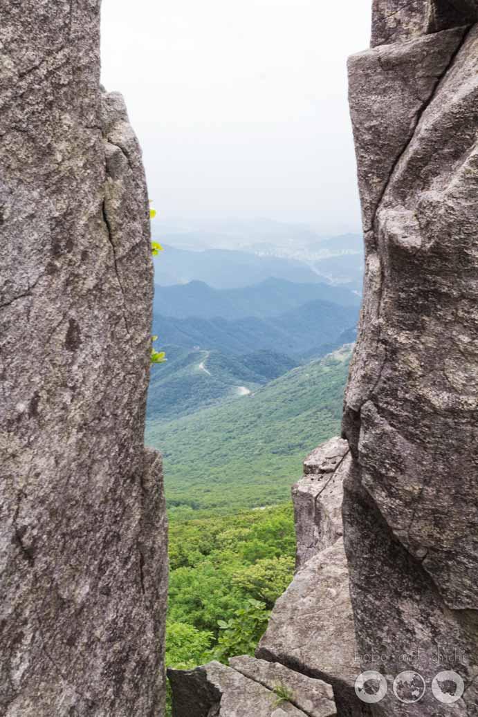 Between Seoseokdae Rock and Ipseokdae