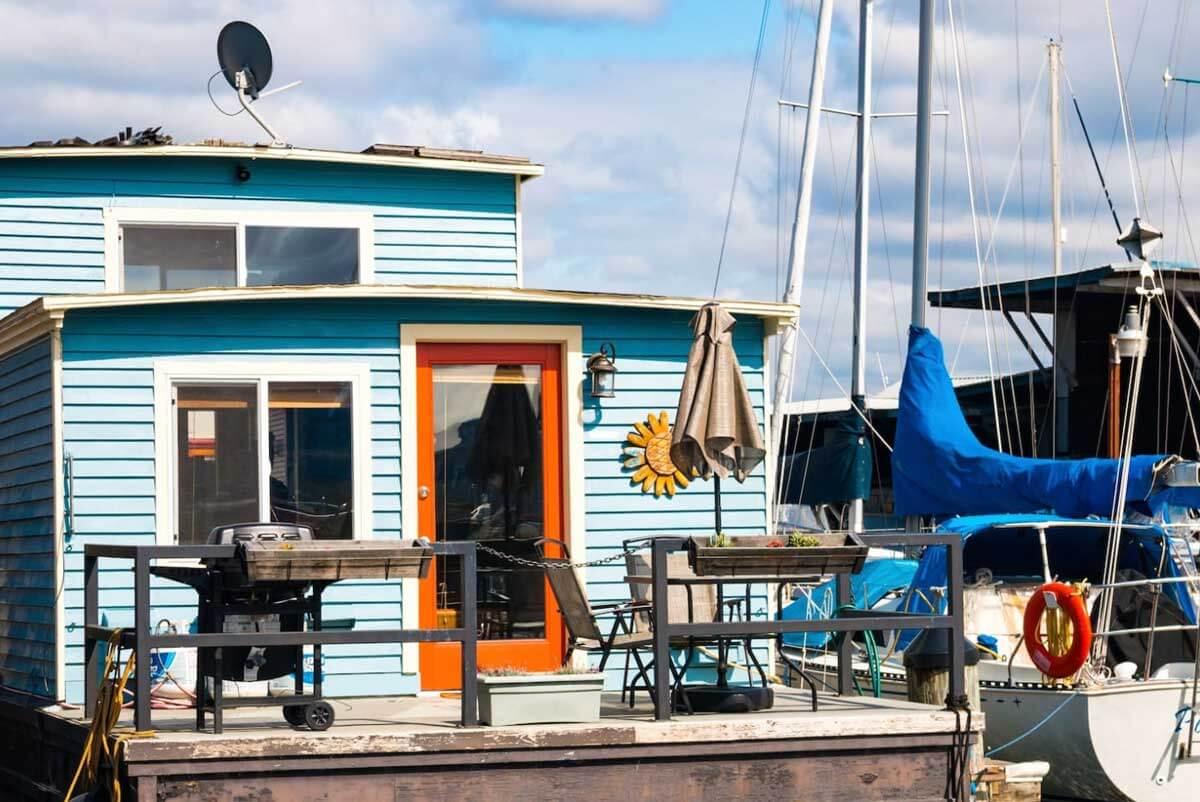 Jicama-houseboat-rental-on-south-lake-union-in-seattle