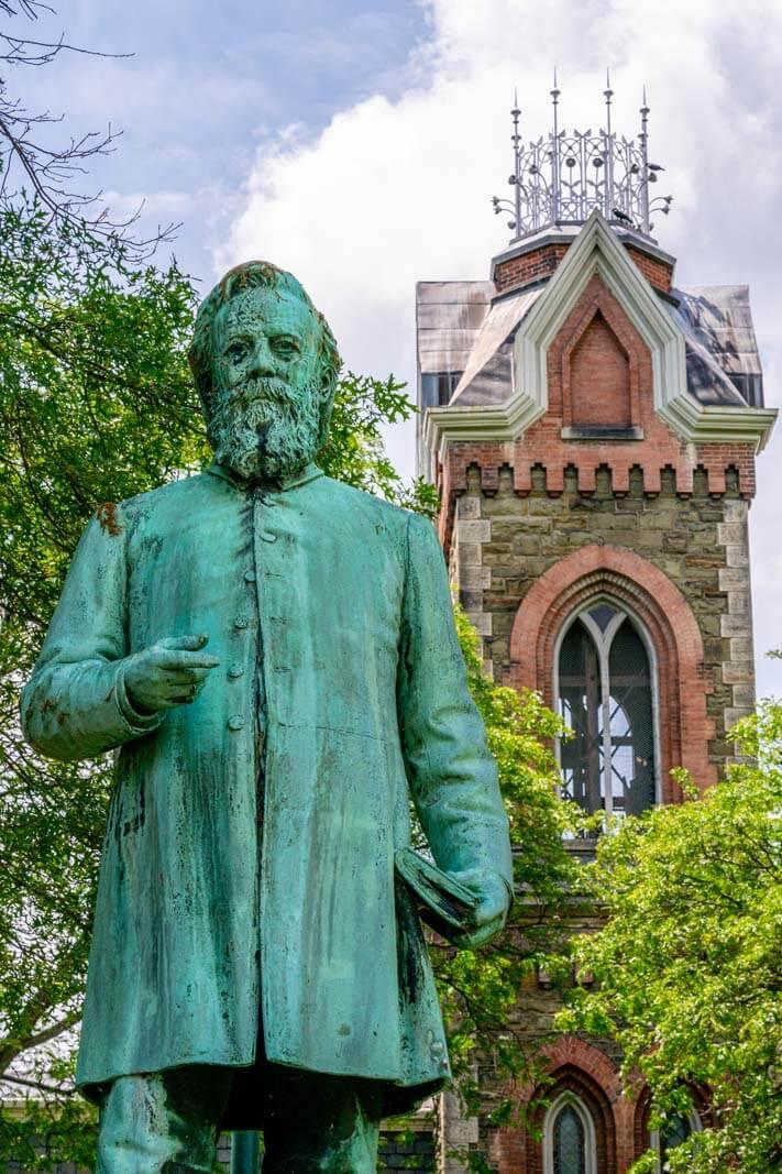 Mark Twain statue in Elmira New York in the Finger Lakes region