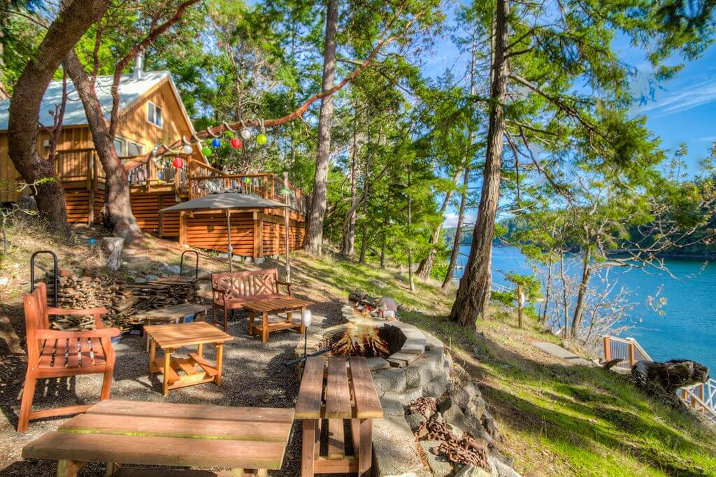 Neil Bay waterfront cabin in Washington