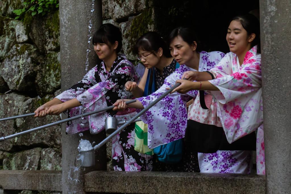 Geishas at Toji Shrine in Kyoto