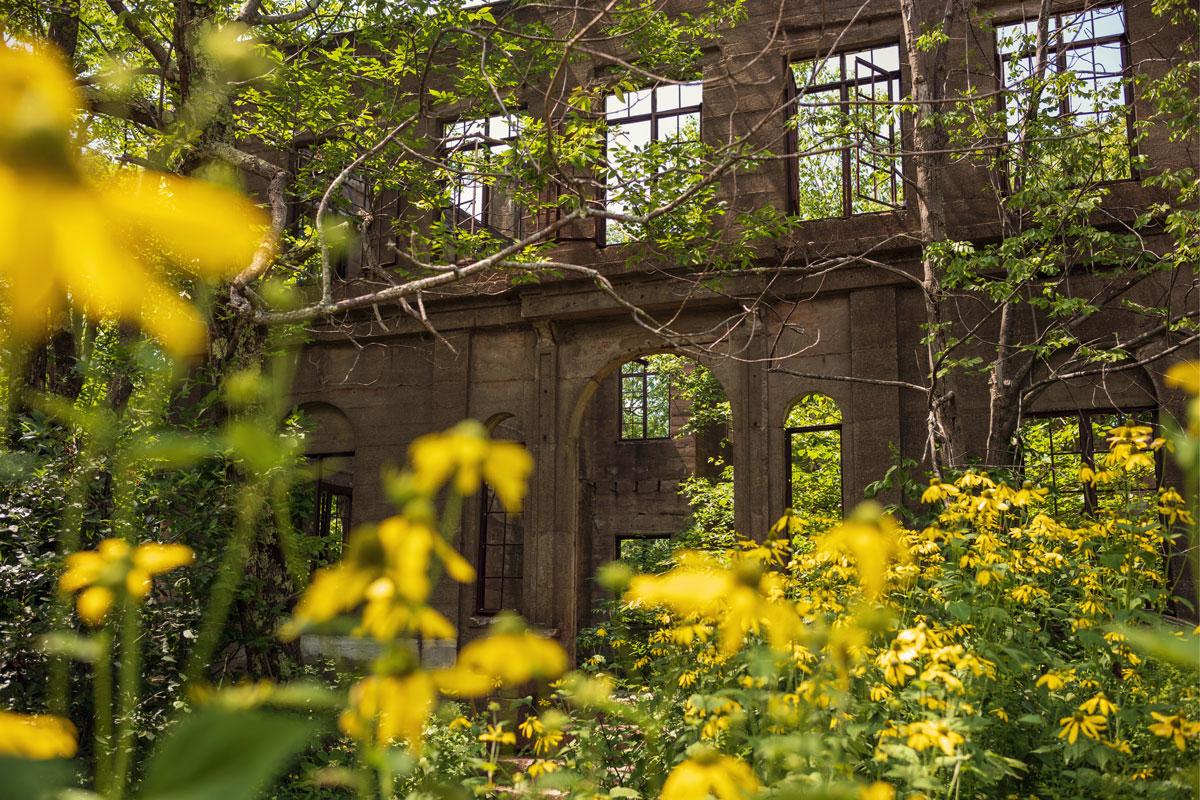 Overlook-Mountain-Ruins-on-Overlook-Mountain-near-Woodstock-New-York-in-the-Catskills