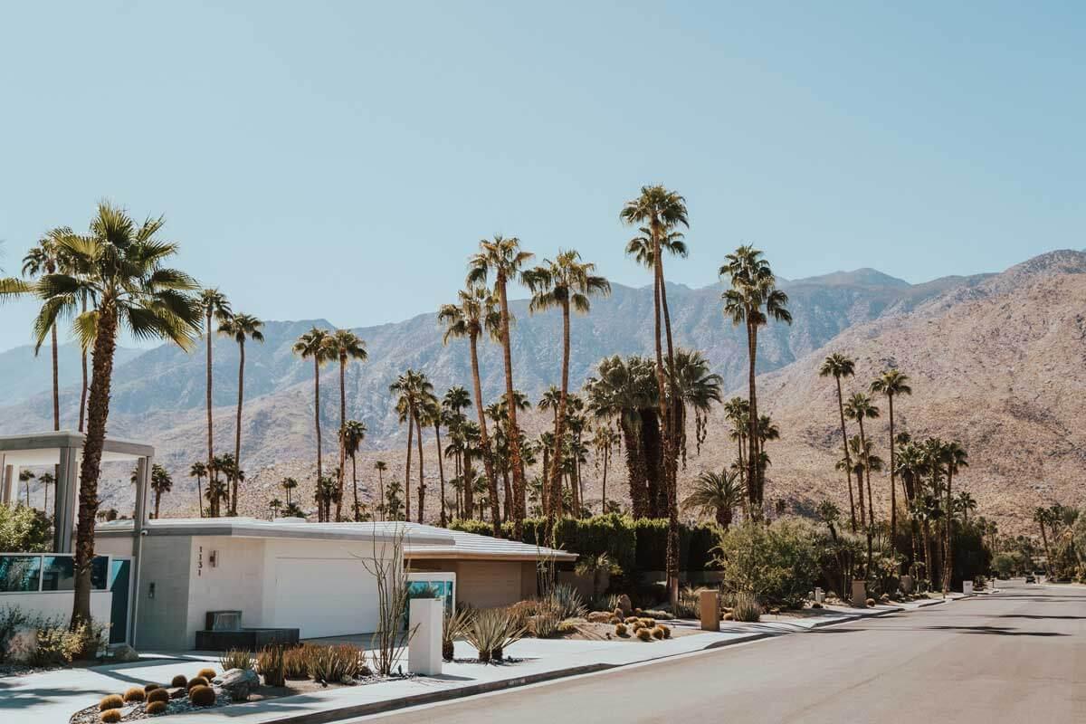 Palm-Springs-scene-in-California