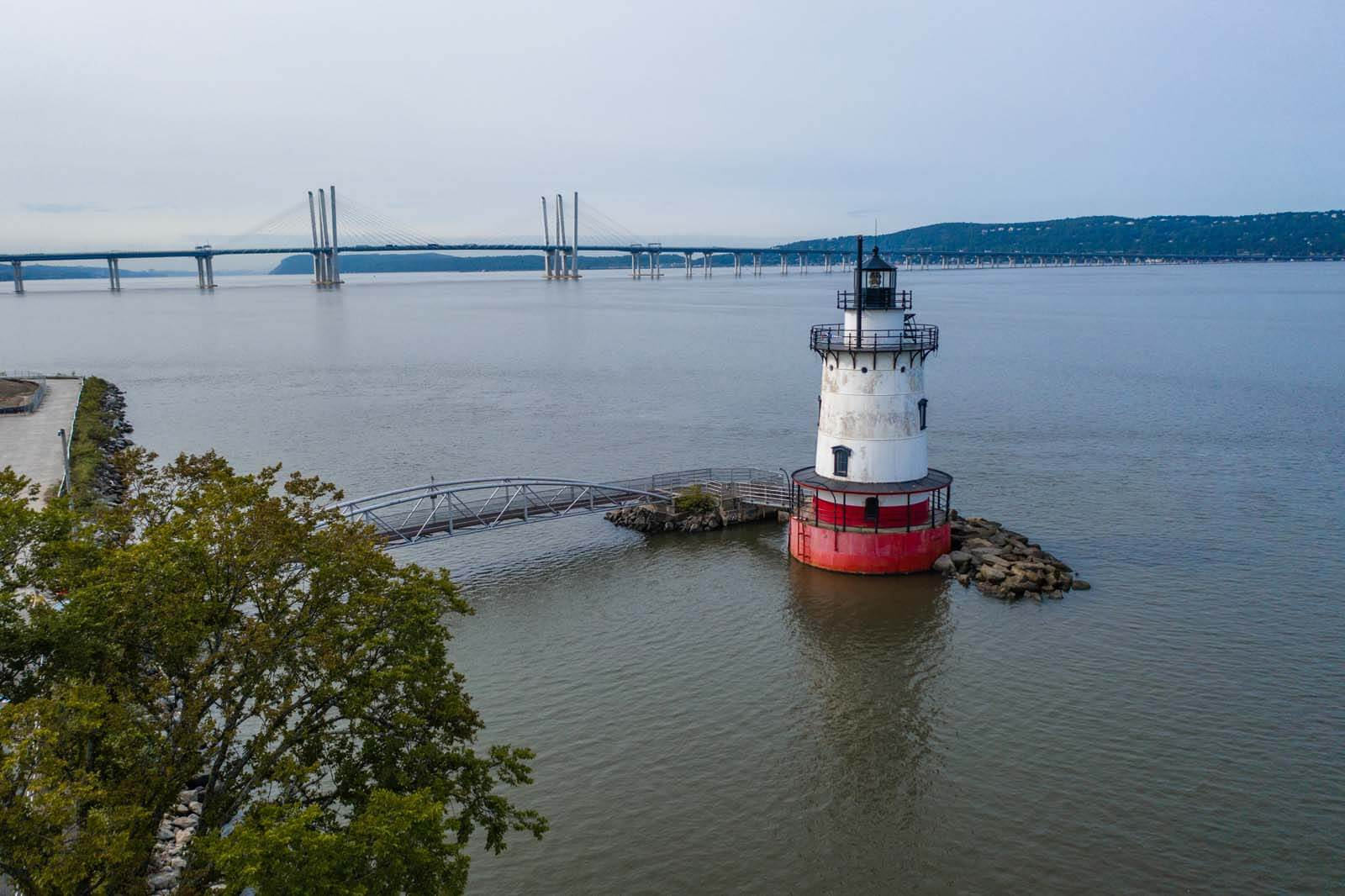 Sleepy Hollow Lighthouse with Mario Cuomo Bridge in the background in NY