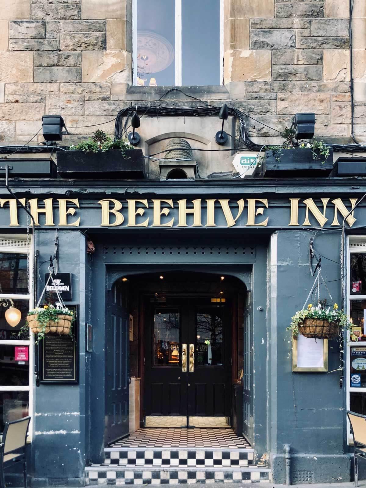 The-Beehive-Inn-in-Grassmarket-Edinburgh-pub-crawl