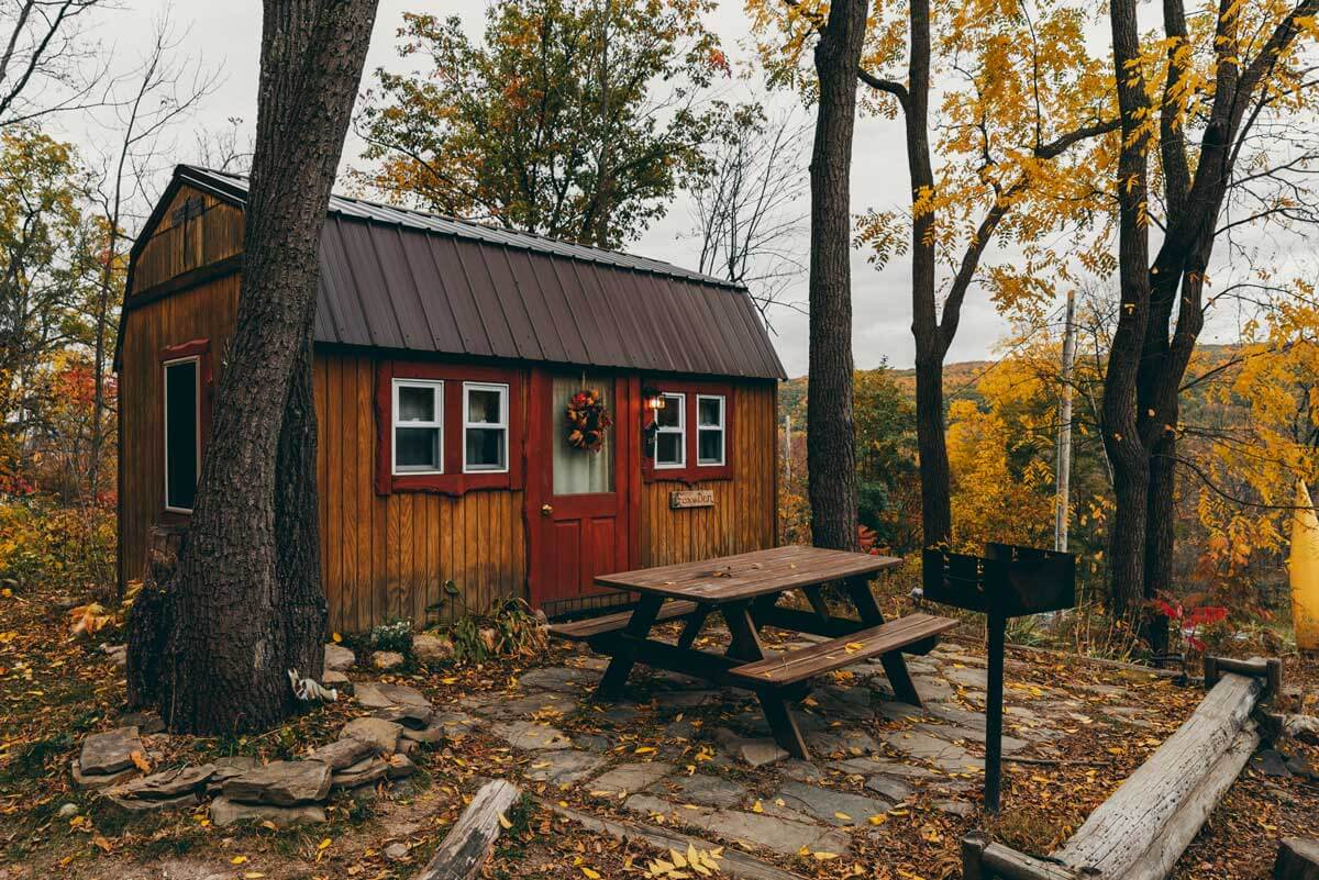 The-Fox-Den-cabin-in-New-York-at-Honeoye-Lake-in-the-Finger-Lakes