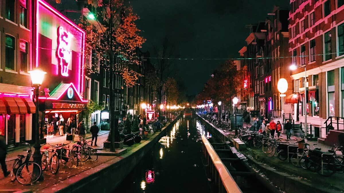 amsterdam-red-light-district-WTUH22S