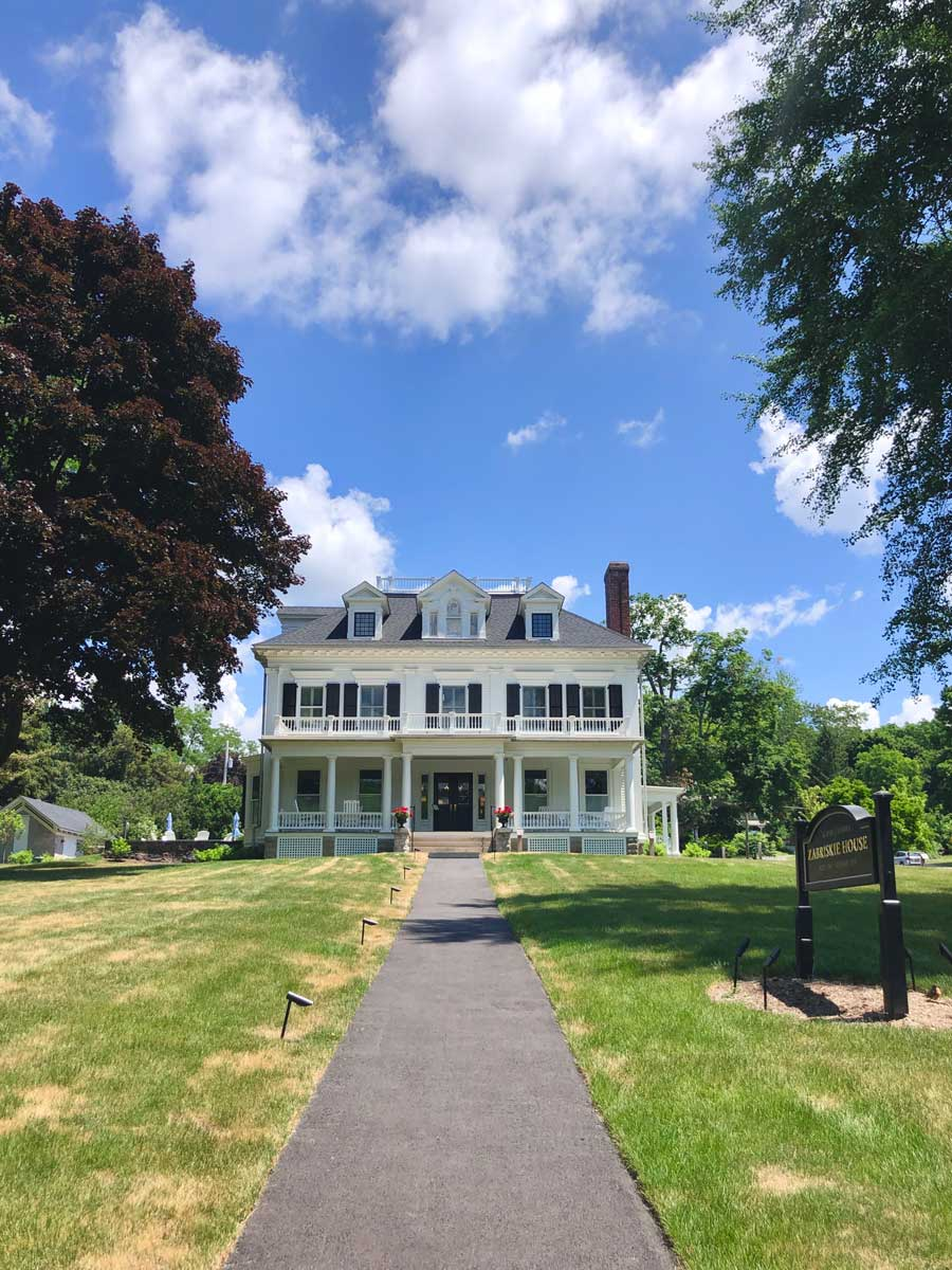 beautiful-historic-building-in-the-village-of-Aurora-oon-Cayuga-Lake-in-the-Finger-Lakes-New-York