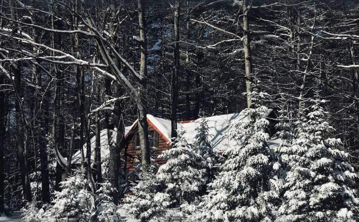 beautiful-snowy-cabin-getaway-in-the-adirondacks-in-new-york