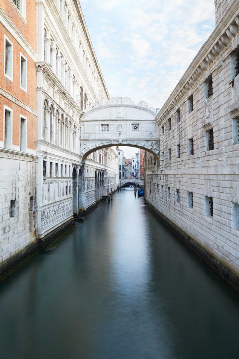 bridge-of-sighs-and-calm-water-in-venice-italy