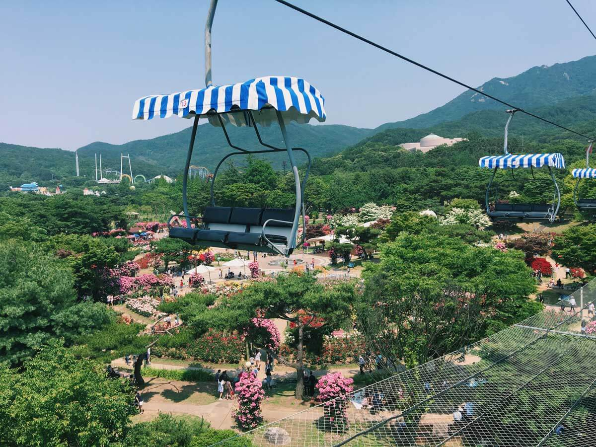 chairlift-at-Seoul-Grand-Park-in-Gyeonggi-Province-Korea