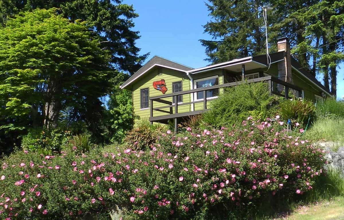 charming-bungalow-and-cottage-rental-in-washington-on-camano-island