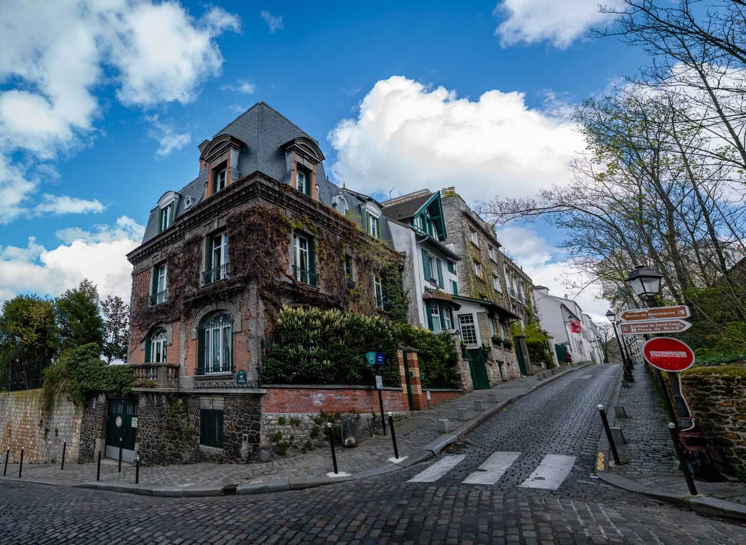 cool ivy covered home in Montmartre Paris