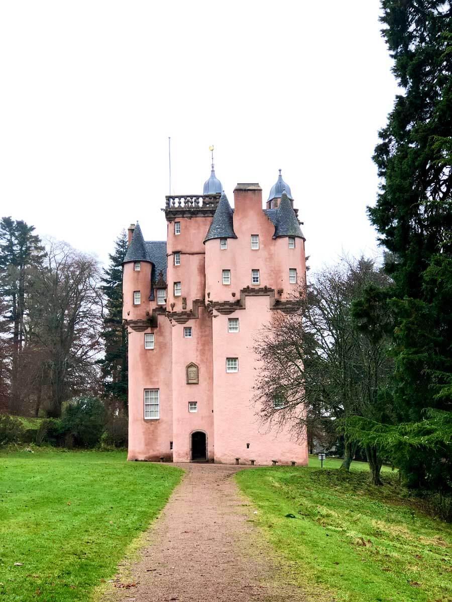 craigievar-castle-pink-castle-scotland