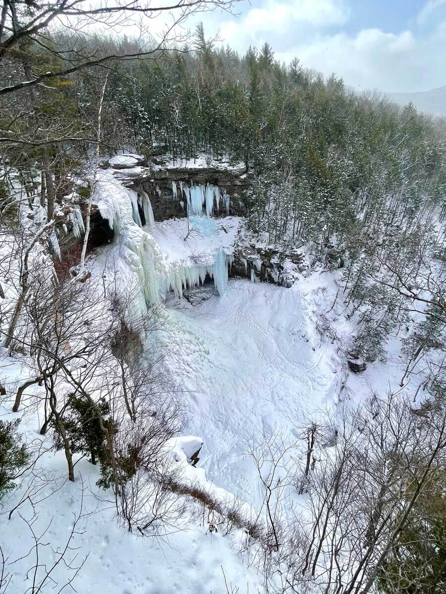 frozen-kaaterskill-falls-in-the-catskills-new-york-in-winter