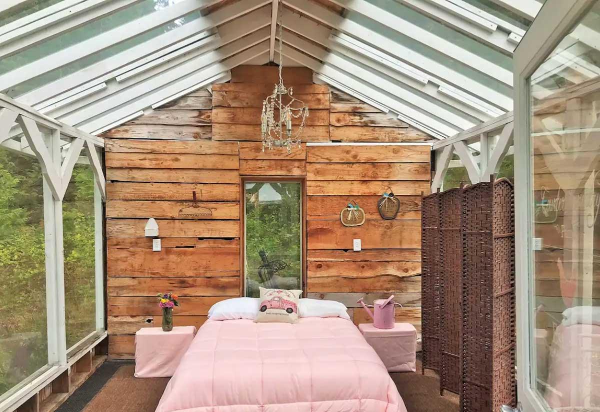 glass-tiny-house-in-washington-at-Liberty-Bay