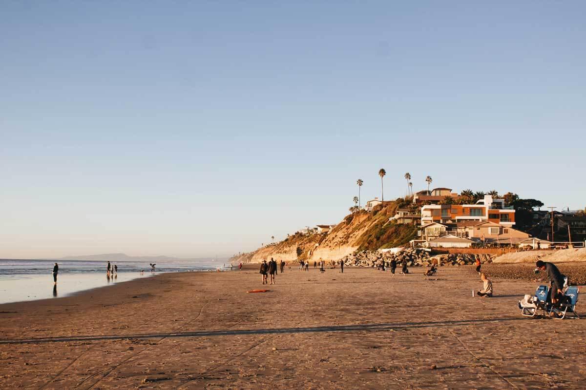 golden-hour-at-moonlight-beach-in-encinitas-california