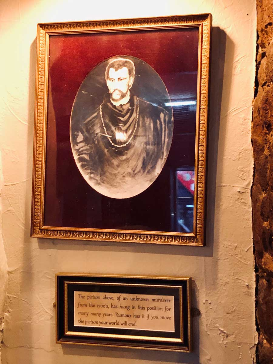 haunted-man-in-The-Worlds-End-bar-in-Edinburgh