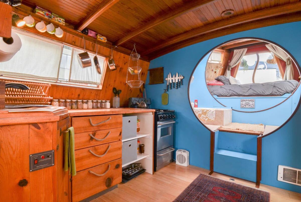 interior-of-Turnip-houseboat-in-Seattle-Washington