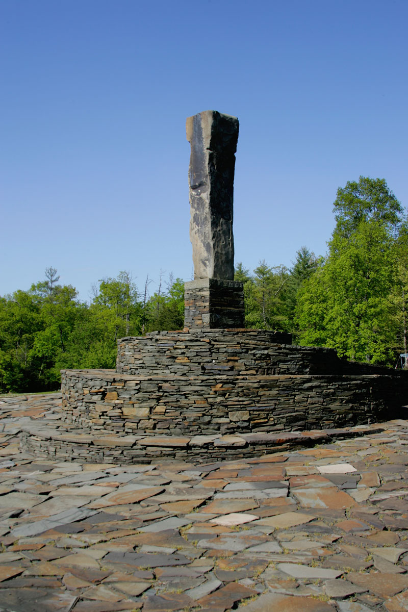 outdoor-scultpure-at-opus-40-in-the-catskills-region-of-new-york