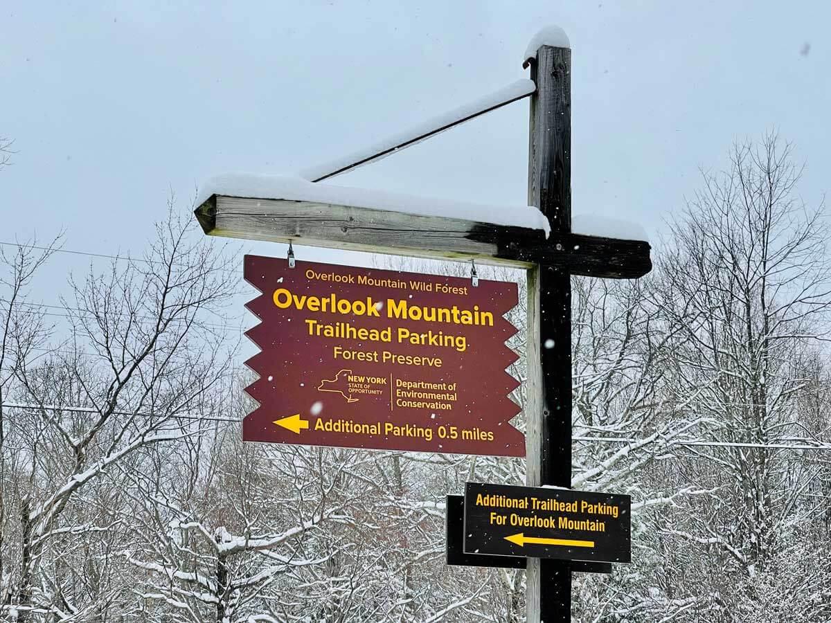overlook-mountain-trailhead-in-woodstock-new-york-in-the-catskills