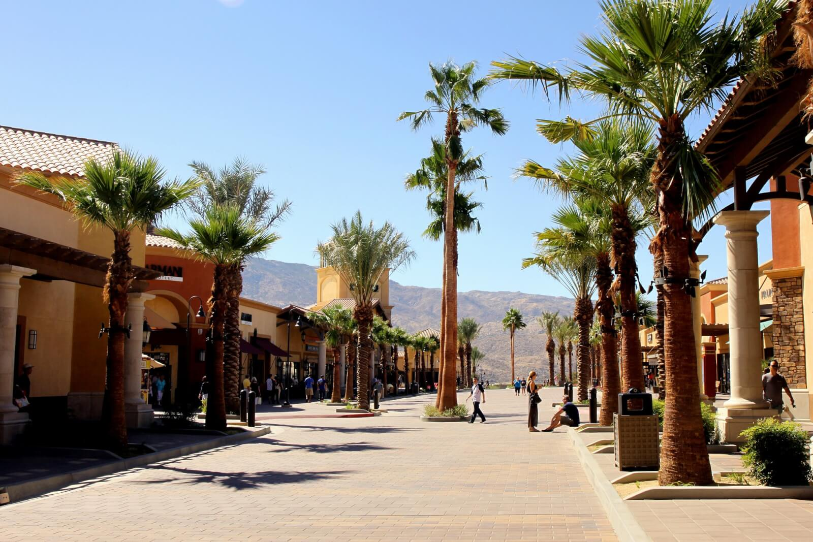 palm-springs-outlets