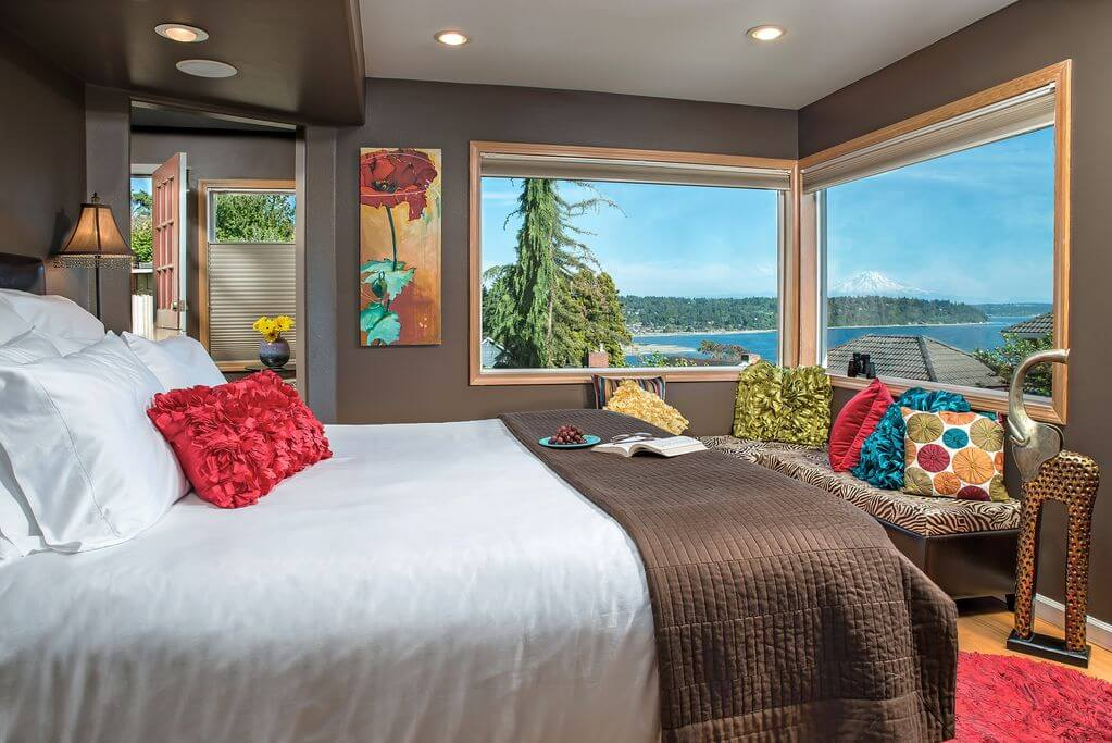 seattle washington cottage rental with views of puget sound and mt rainer