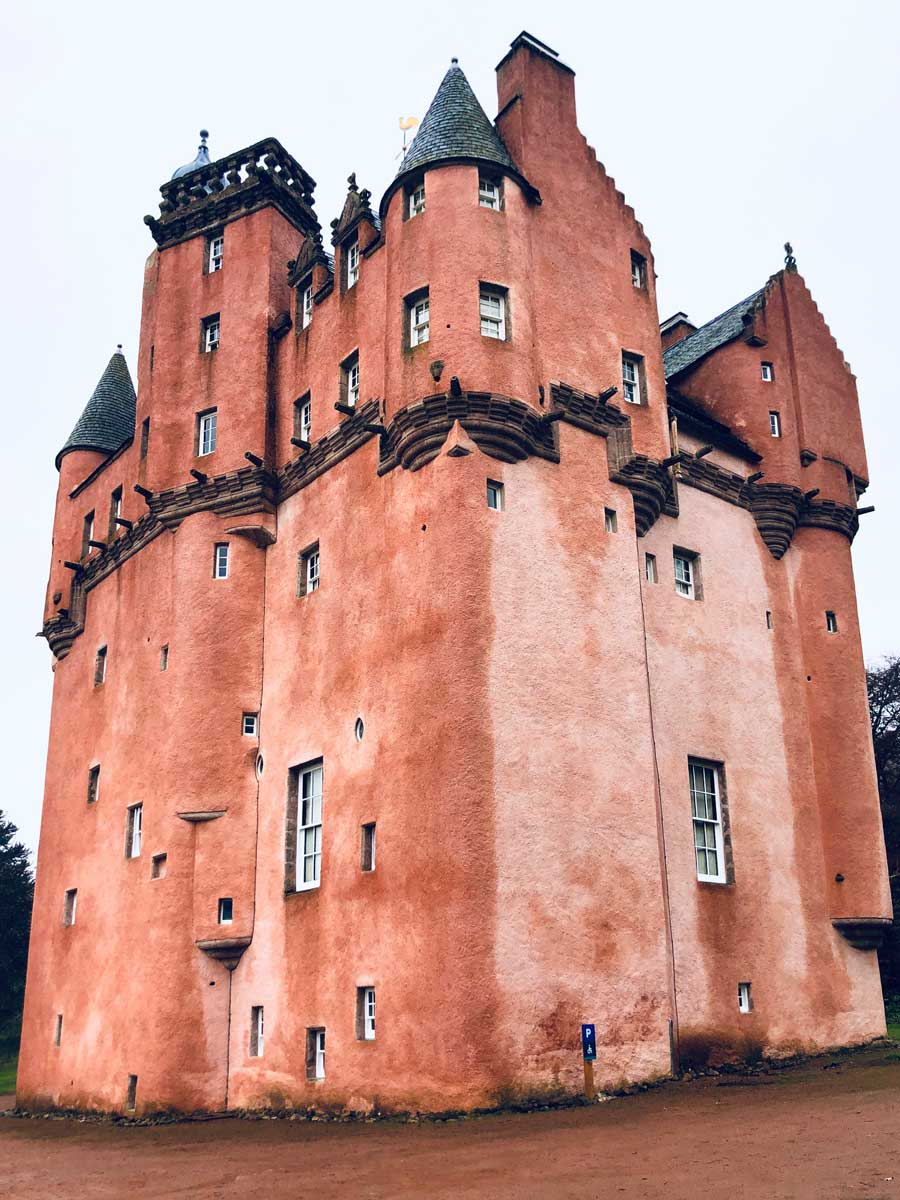 the-pretty-pink-Craigievar-Castle-in-Scotland